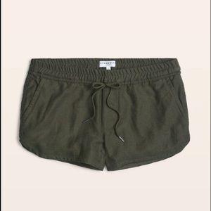 Aritzia shorts size medium